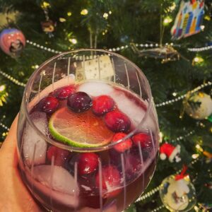 """The """"Merry Mistletoe"""" - Holiday cocktail (and mocktail) made simple"""